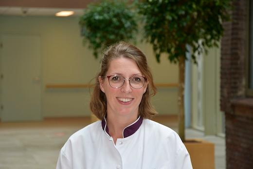 <p>Caroline Kurstjens, secretaresse poli orthopedie,<br />aan het woord</p>